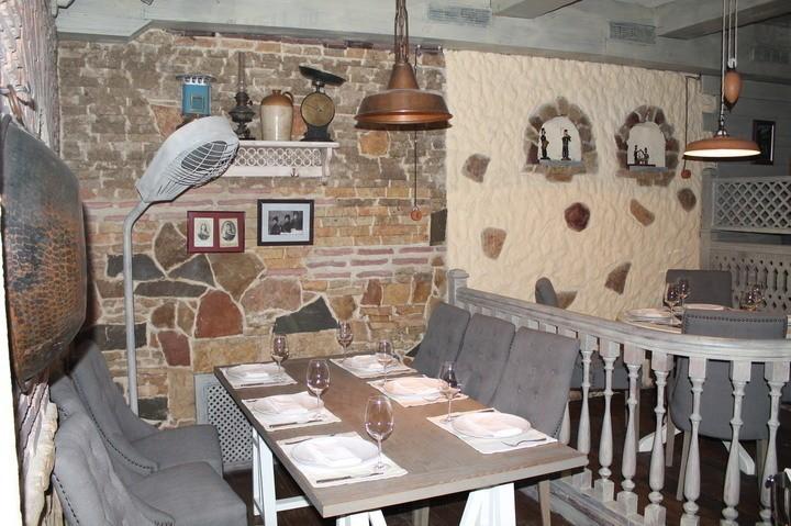 Интерьер ресторана Тифлисский дворик в духе улиц старого Тифлиса