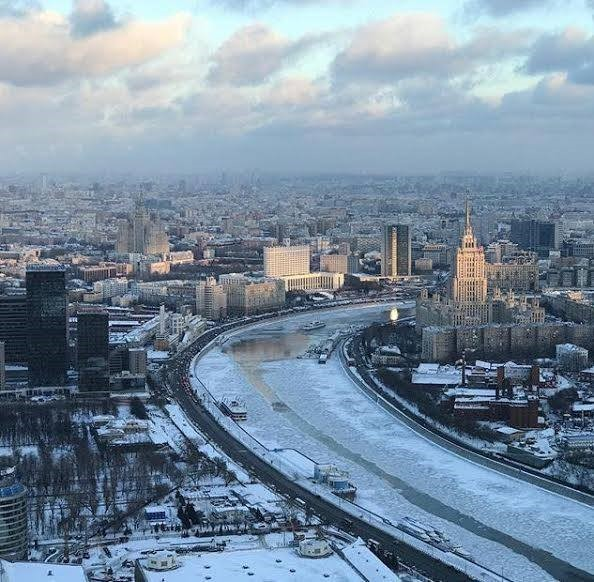 Зимний панорамный вид из окна ресторана Sixty