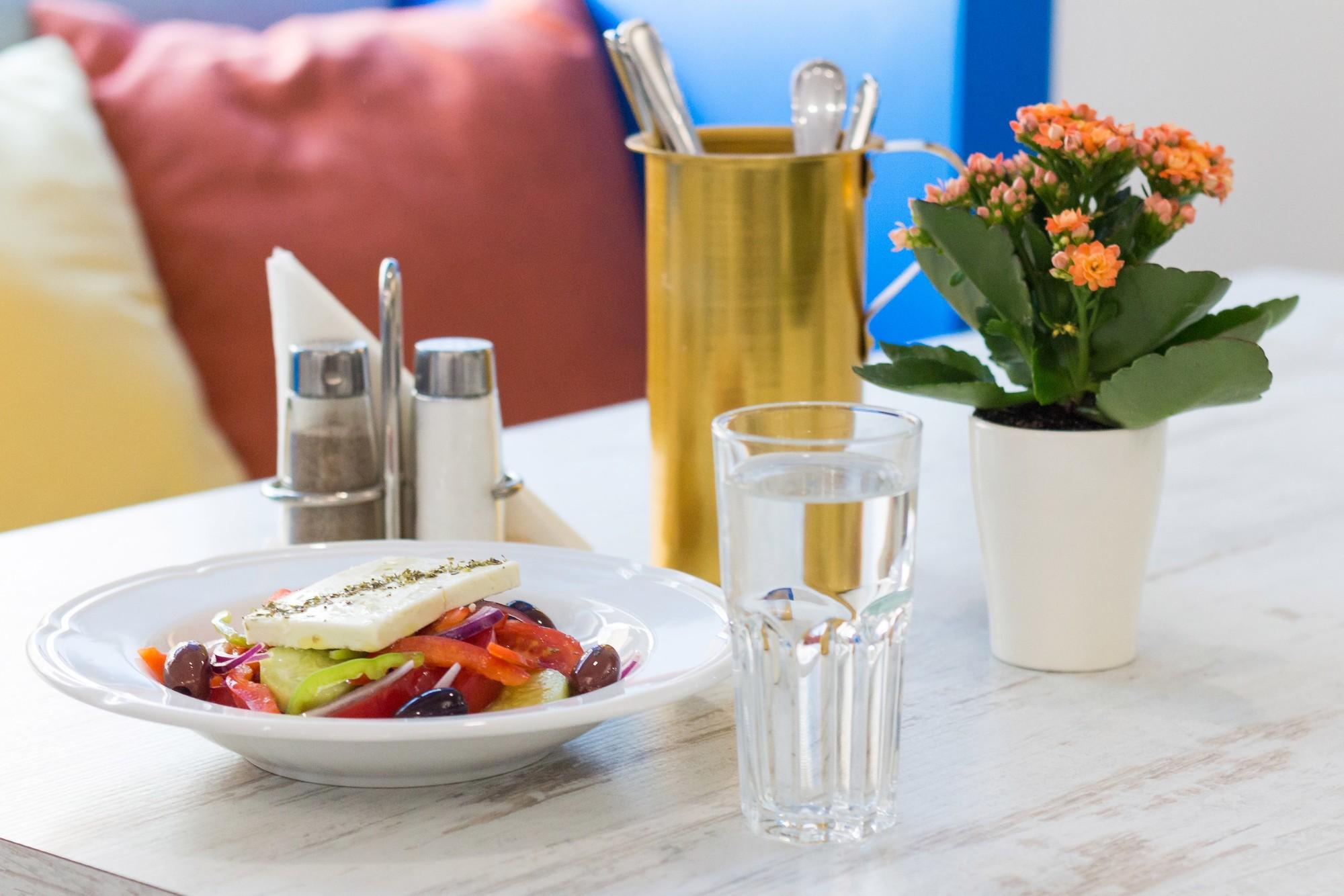 Греческий салат в Порто Миконос