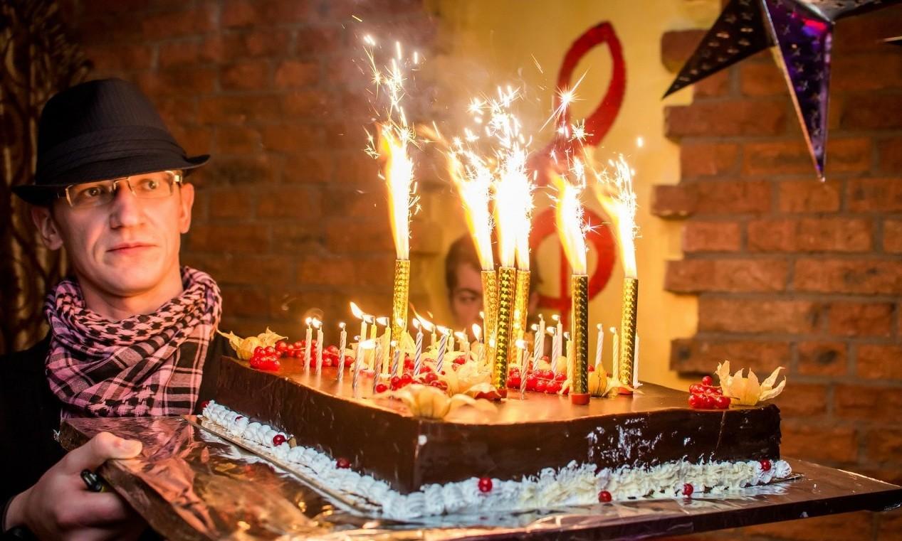 Поздравление с днем рождения в караоке Звезда