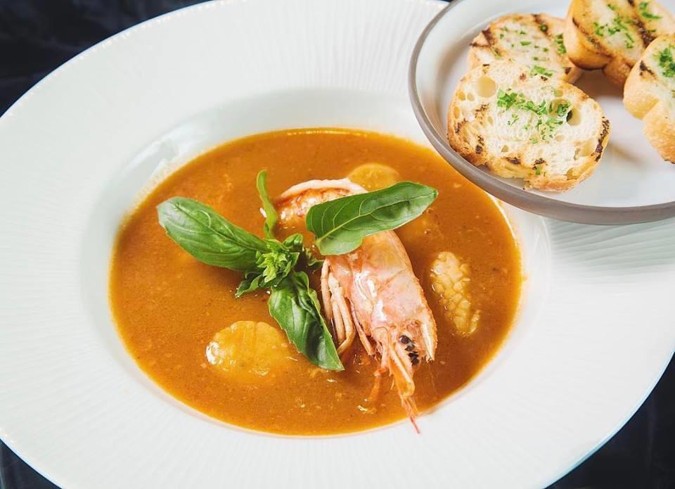 блюда с морепродуктами в ресторане Трамплин