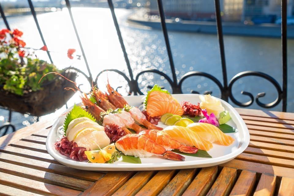 свежие морепродукты в ресторане Река Mosсow