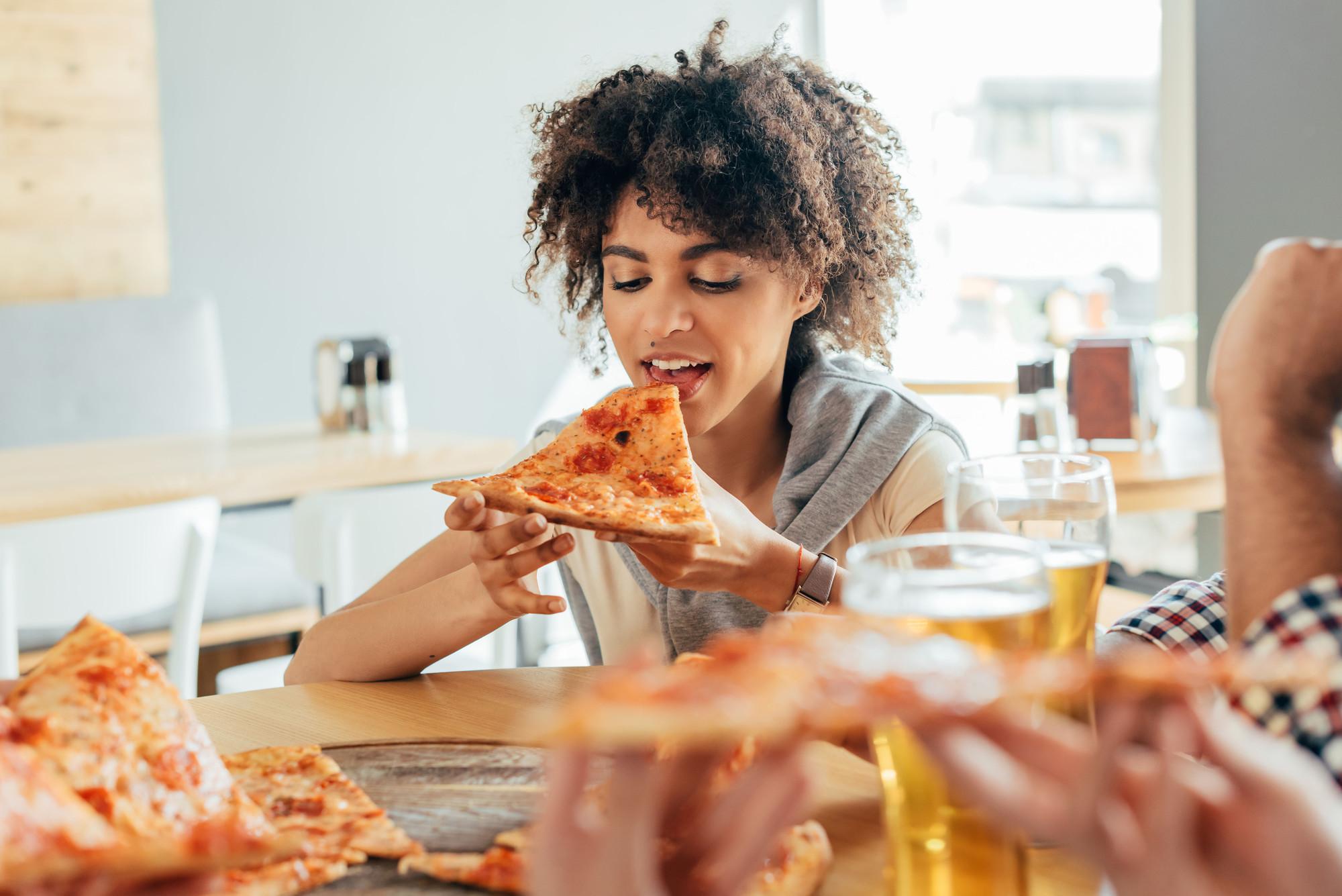 Раскусываем характер: что привычки за столом говорят о человеке